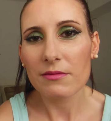 Maquillaje en verdes para ojos marrones