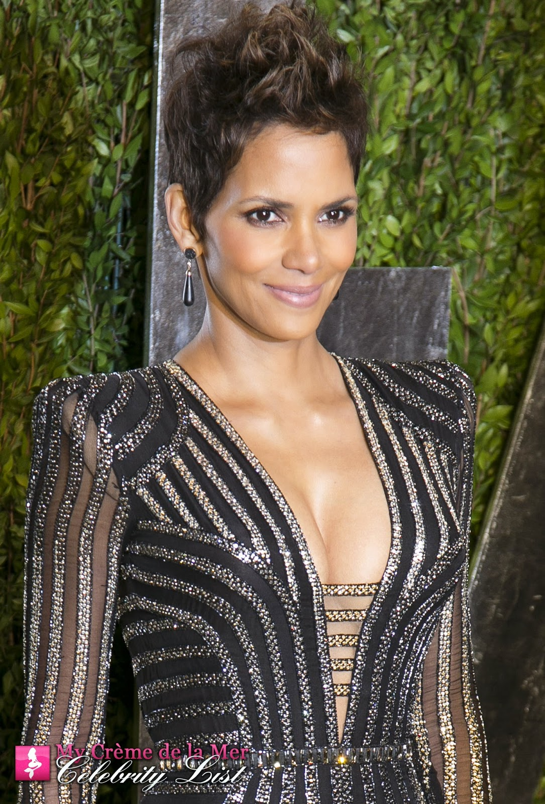 Halle Berry, now on the My Crème de la Mer Celebrity List, swears by The Crème and uses her La Mer Body Crème daily and says: