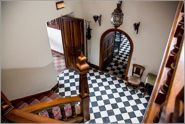 Castillo de Escornalbou, entrada y escalera
