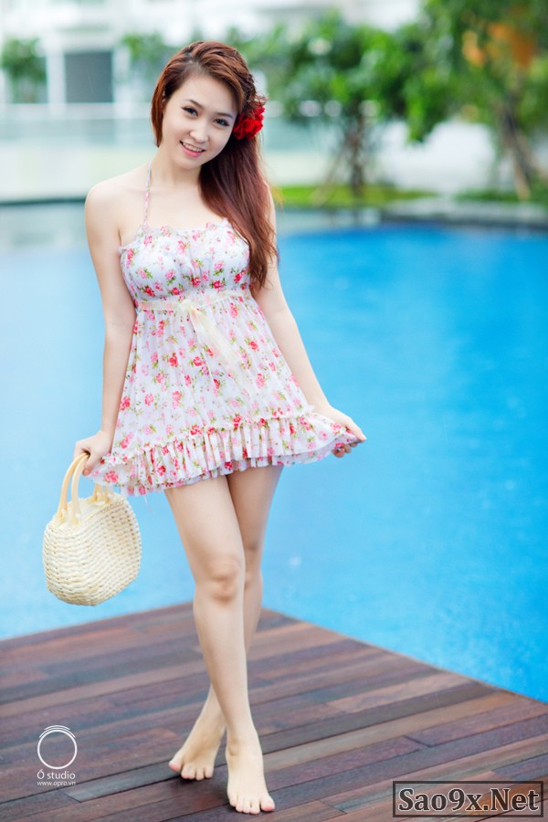 Người đẹp 9X Đăng Thư khoe ngực gợi cảm với bikini