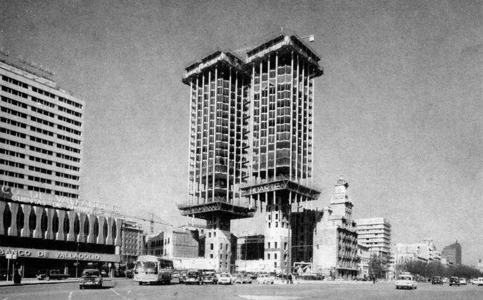 El sestercio de ganimedes torres colon y monumento al - Empresas de construccion en madrid ...