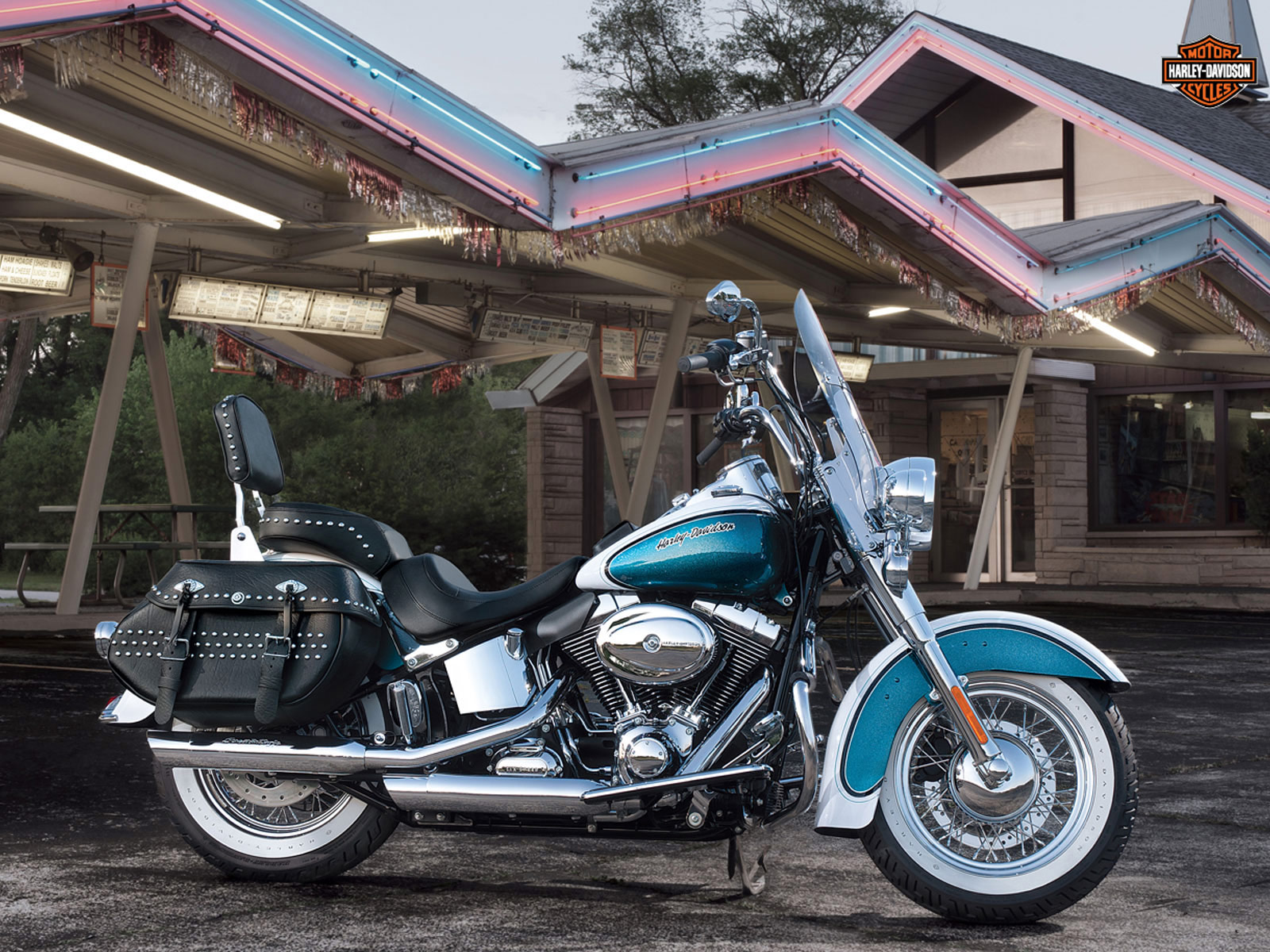 Harley Davidson Pictures . 2013 FLSTC Heritage Softail Classic ...