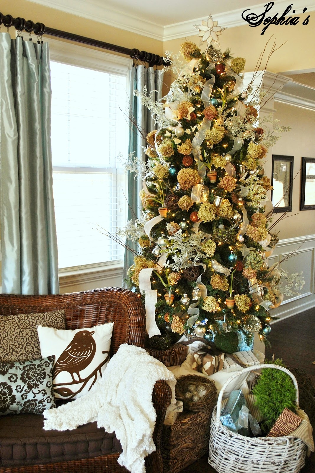 Garden-Inspired Christmas Tree