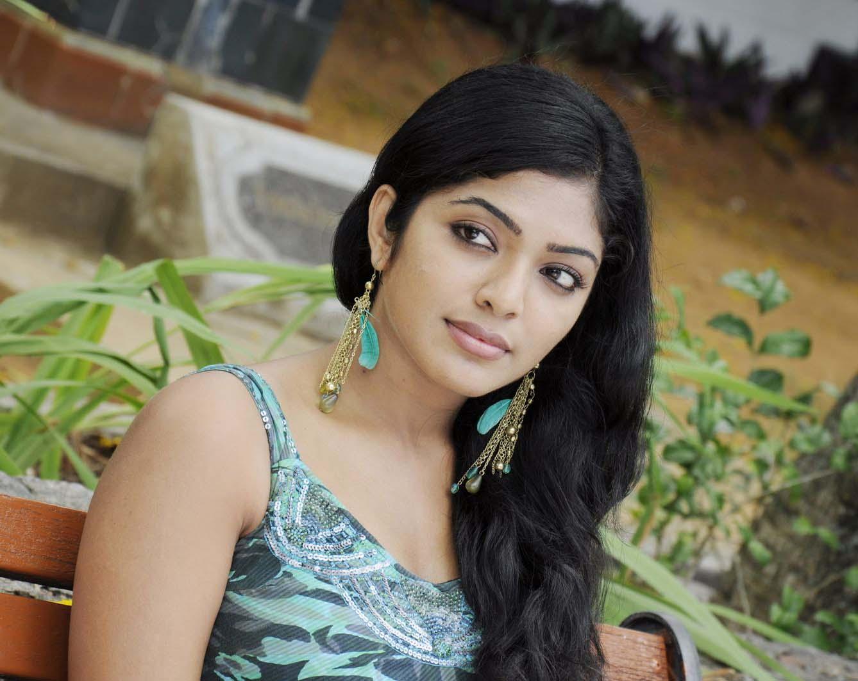 Indian girls photo very cute deshi girl - Indian ladies wallpaper ...