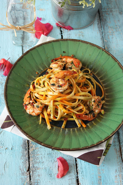 rachael ray's aglio olio (garlic & oil) with spicy shrimps & sweet presents