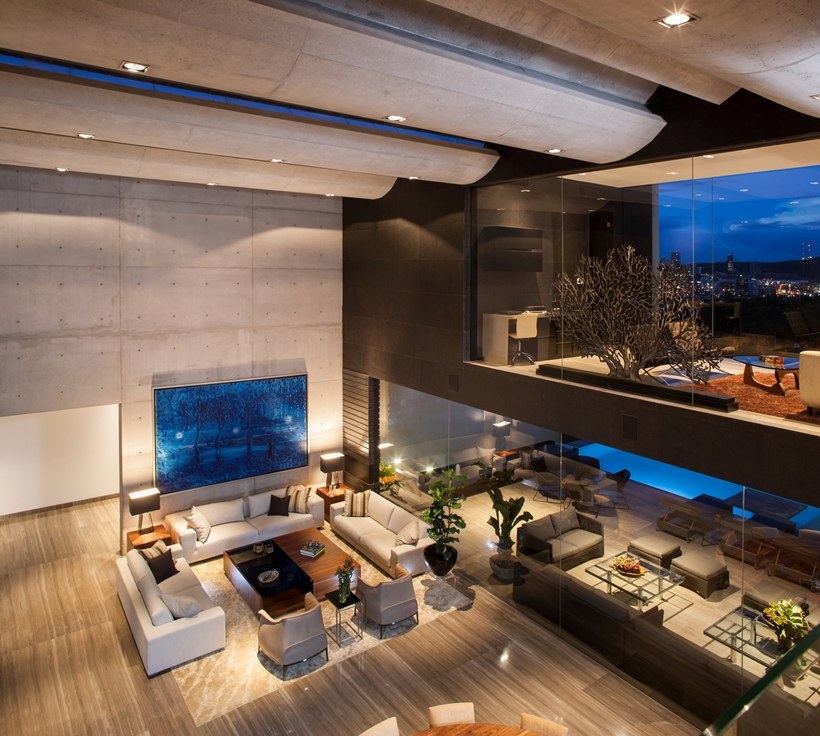 Open interior in Dominant modern mansion by GLR Arquitectos
