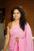 Singer Sunitha dazzling saree photos-thumbnail-18