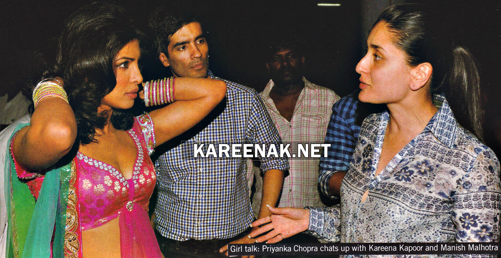 - Kareena Kapoor Spotted With Shahid Kapoor, Priyanka chopra At Backstage Of Filmfare Awards