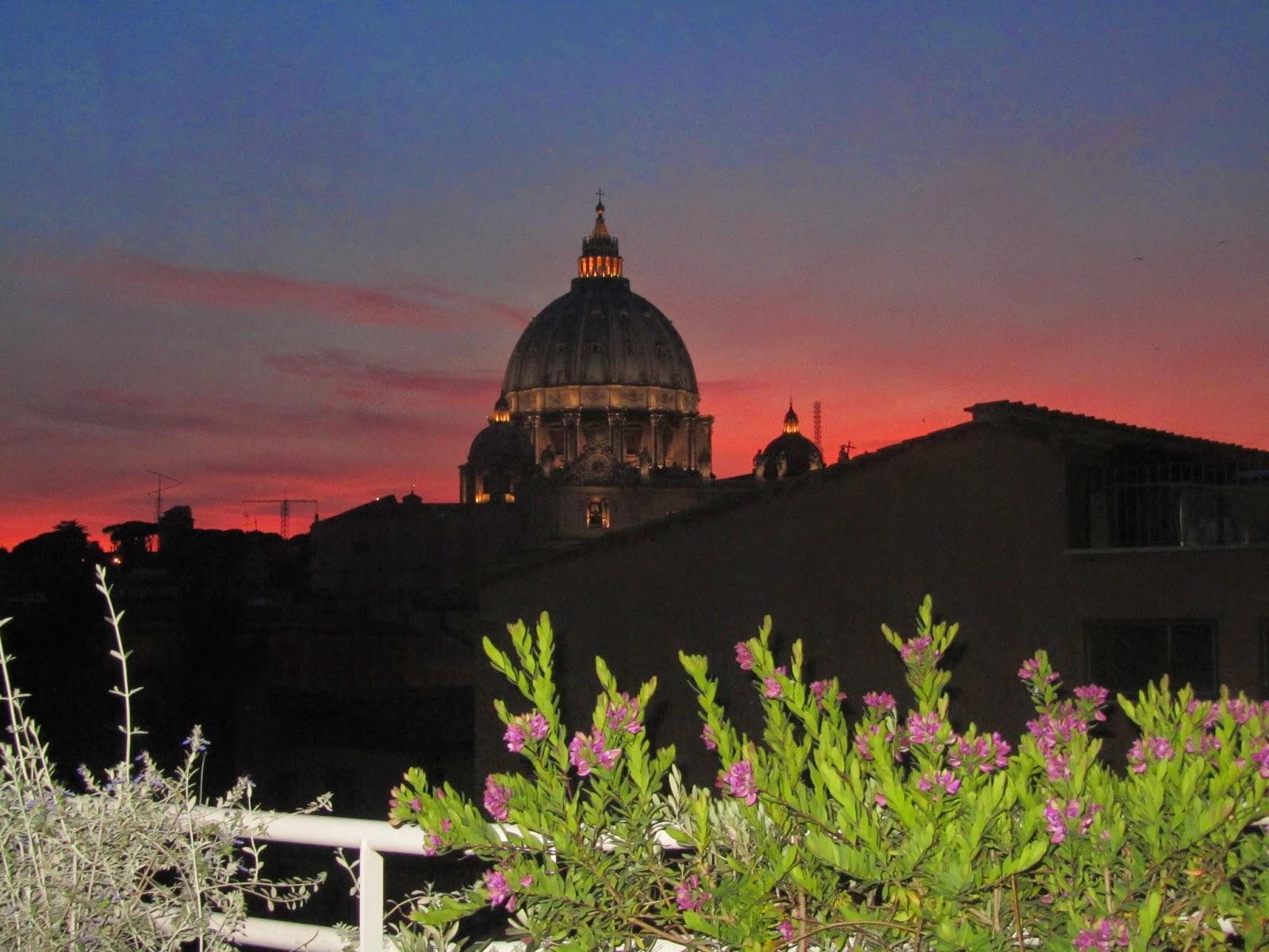 El Vaticano de noche