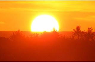 Matahari Redup Merah Jejak Manyar