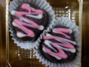 Choco Dark Milk Strawberry Shape (crispy / almond)