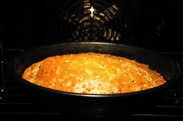 пивной пирог с ветчиной и зеленью