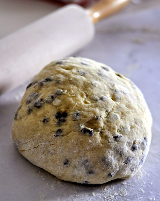 Dough-British-Style-Currant-Scones-tasteasyougo.com