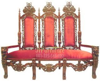 Kursi Raja Tiga Dudukan