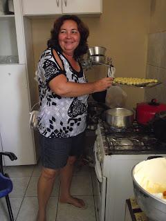 Dona Nenê , filhós de batata doce