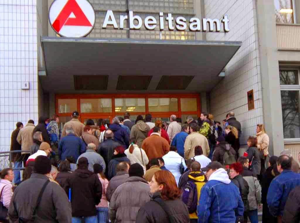 Εμείς πνιγόμαστε στην ανεργία και η Γερμανία την καταπολεμά με το χρήμα μας! Σε ποσοστά ρεκόρ βυθίστηκε η ανεργία στην Γερμανία