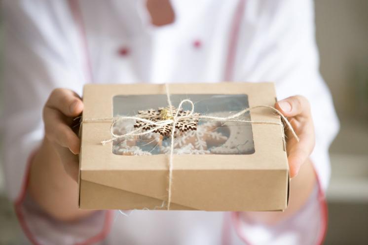 Любые поздравления моряку с вручением подарков