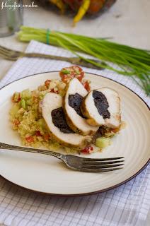 (Sałatka z kuskusem i faszerowanym kurczakiem