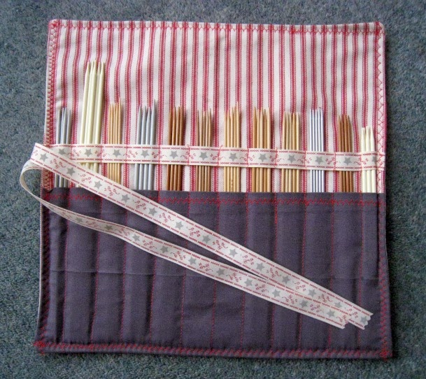 Knitting Needle Roll Pattern : RosMadeMe: Roll on 2012 - The first tutorial of 2012