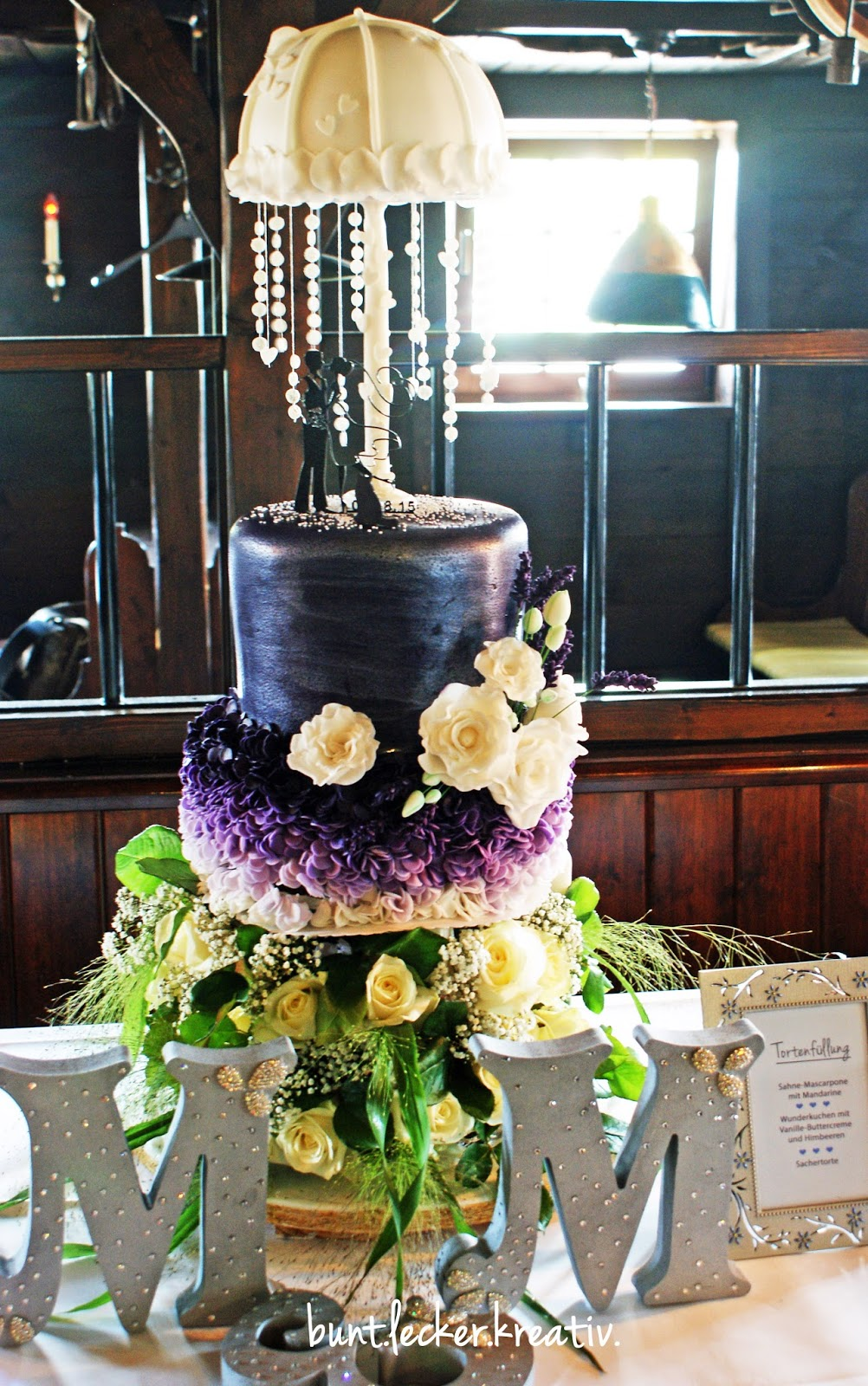 Ansprechend Hochzeitstorte Lila Foto Von In Lila-tönen.