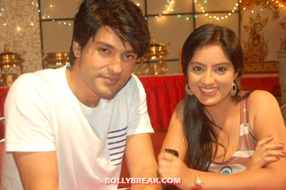 Anas Rashid, Deepika Singh - 'Diya Aur Bati Hum' team celebrates one year completion bash