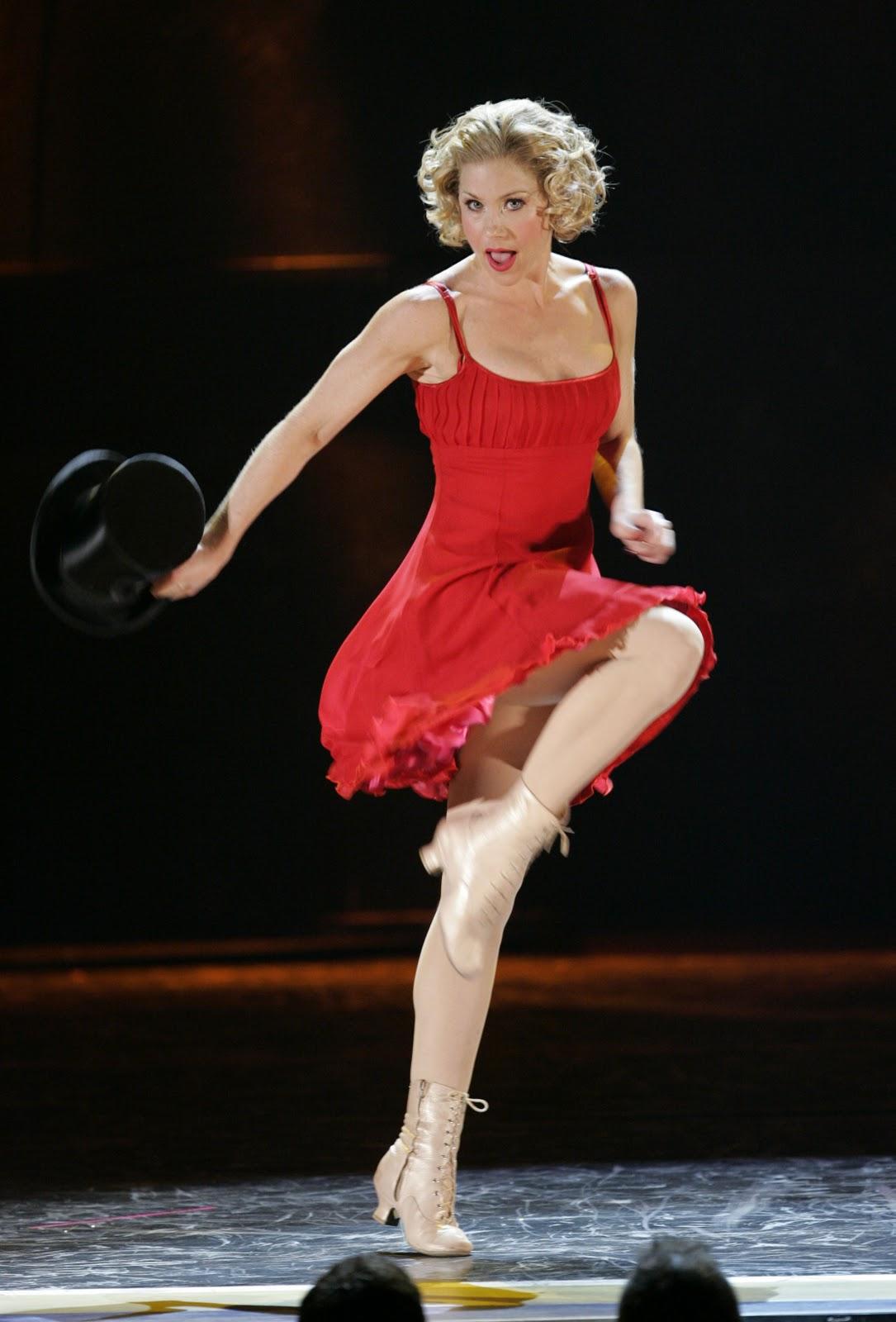 http://3.bp.blogspot.com/-lvdoZx3mRMA/TpDYPTlS7VI/AAAAAAAABV8/OIlH-pNJ95w/s1600/christina_applegate_2005_tony_awards_08.jpg