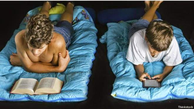Por qué es mejor leer un libro de papel que uno electrónico antes de dormir