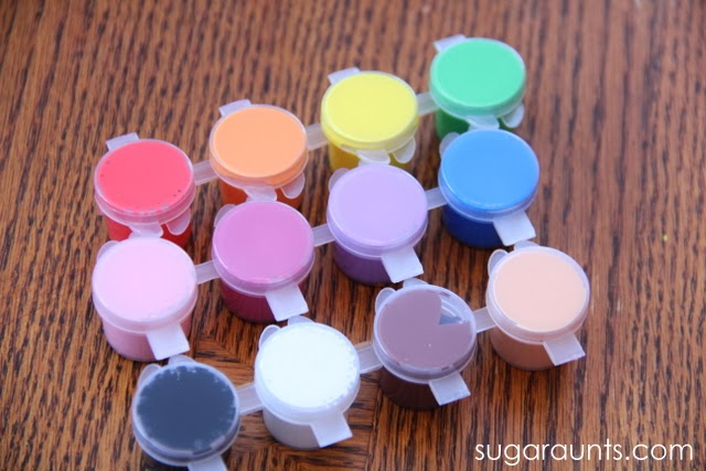Kids can identify colors by playing this fine motor game.