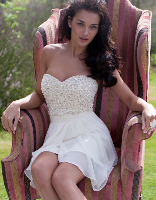 beyaz taşlı gece elbisesi