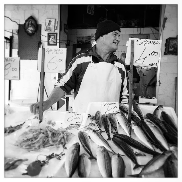 liana solis, food photographer. street photographer, food, fish, market, sicily, palermo