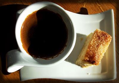 Bica mantecada de Trives y un cafecito griego