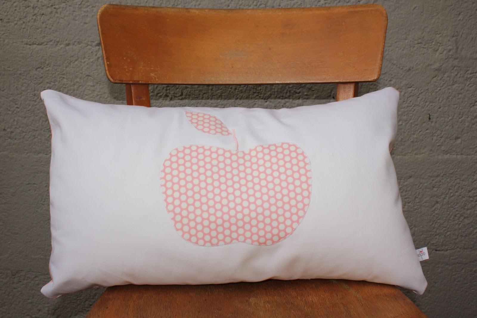 l 39 atelier des petites bauloises coussin petite pomme. Black Bedroom Furniture Sets. Home Design Ideas