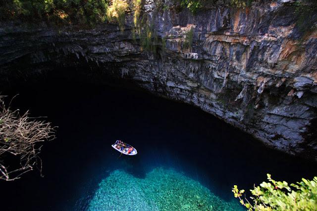 بحيرة كهف ميليسانى Melissani-cave-kefalonia-island-greece-4