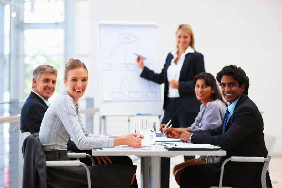 Smernice i sugestije za korišćenje fontova, boja i grafike za pripremu PowerPoint prezentacija.
