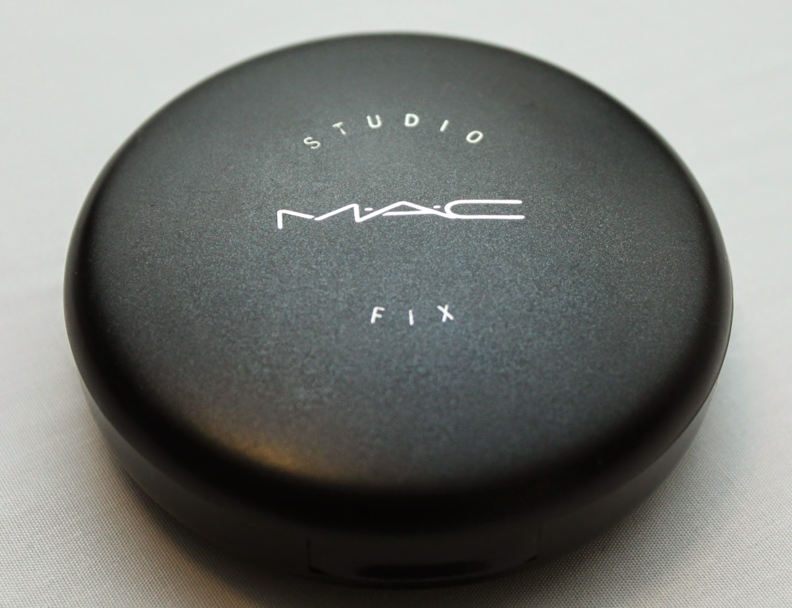 M.A.C STUDIO FIX IN NW40