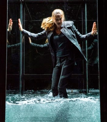 "Review of ""Divergent"""