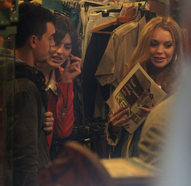 Lindsay Lohan bying some magazines in a Vintage Shop in Brooklyn