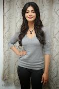 Shruti Haasan Gorgeous Photos at Yevadu Success Meet-thumbnail-8