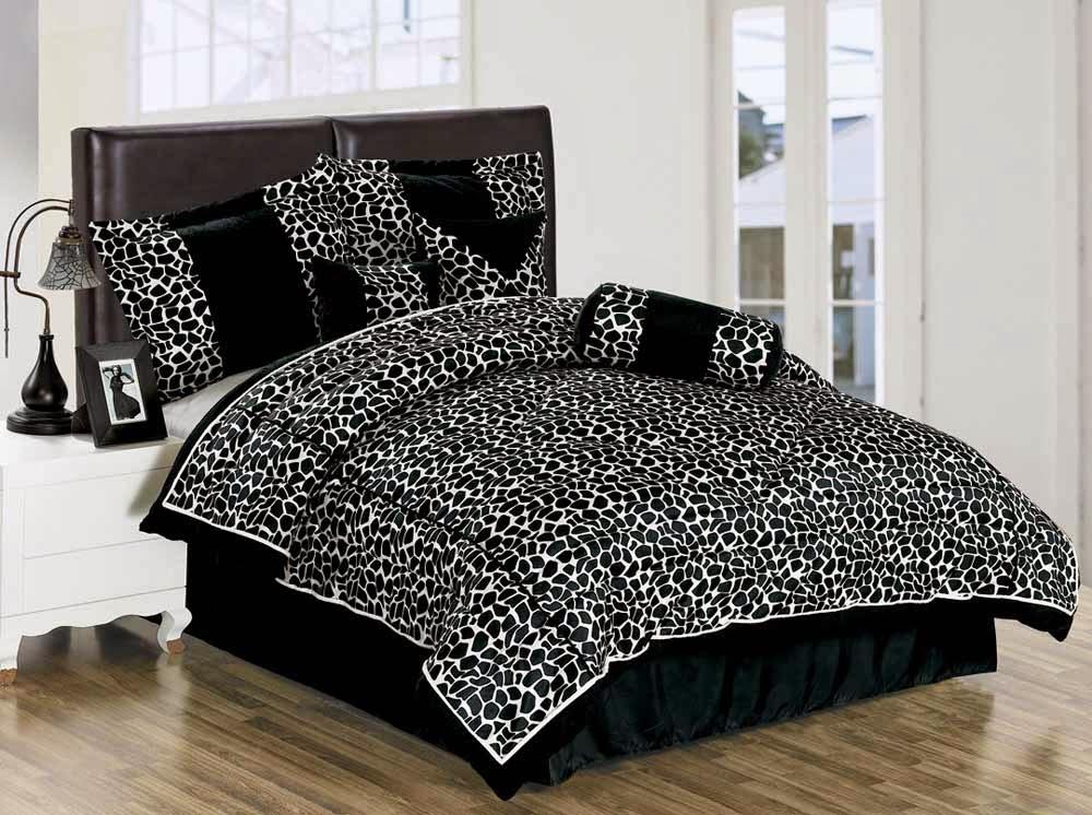 conseils d co et relooking des couvres lits tendances en noirs et blancs pour. Black Bedroom Furniture Sets. Home Design Ideas