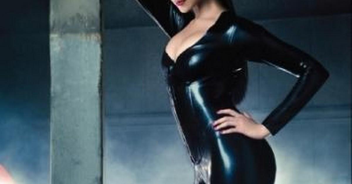 Deepika Padukone Hot Figure Gq Saree