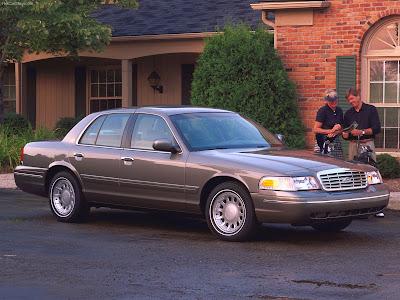 hacer el amor en un Ford-Crown Victoria