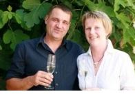 Helga und Peter J. König im Gespräch mit Natascha und  Axel Hörner, Weingut Amselhof