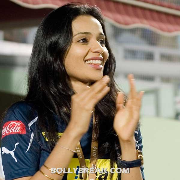 Gayathri hot - (4) - Gayatri Reddy Hot Pics at IPL Matches
