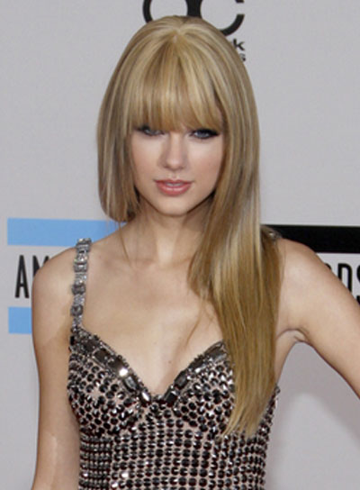 Taylor swift hairstyles picture celebrity hairstyle taylor swift long straight blonde hairstyle with bangs voltagebd Image collections