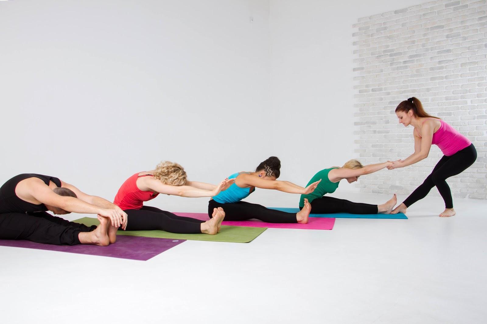 Йога занятие в домашних условиях
