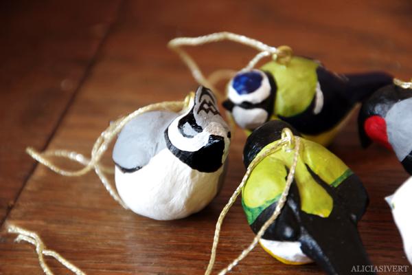 aliciasivert, alicia sivertsson, alicia sivert, bird, birds, fågel, fåglar, småfåglar, talgoxe, blåmes, domherre, tofsmes, stjärtmes, lufttorkande lera, clay, jovi, monthly makers, mars, kreativ utmaning, kreativitet, skapa, alstra, makeri, skapande, diy, påsk, påskpynt, akrylfärg, akryl, acrylics