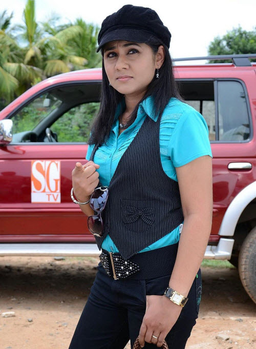 punnagai poo gheetha in jeans - first female producer of films, rj from malaysia hot images