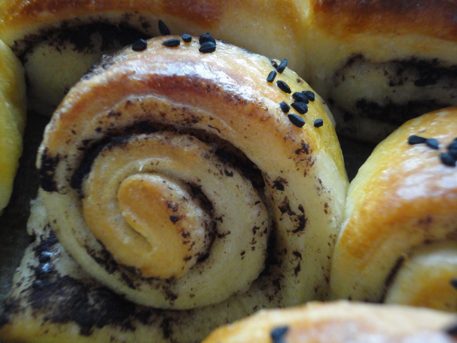 Rulo Çörekler (zeytin ezmeli) Tarifi
