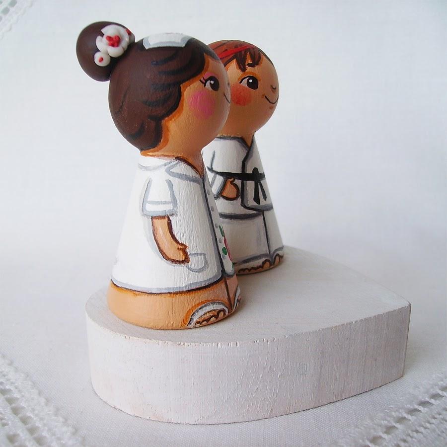 Personalizowane na zamówienie ręcznie malowane zdobione figurki ślubne figurka ozdoba na tort weselny ślubny tortu weselnego dekoracja tortu panna młoda pan młody nowożeńcy romantyczne eleganckie klasyczne tradycyjne na wesoło humorystyczne sportowe