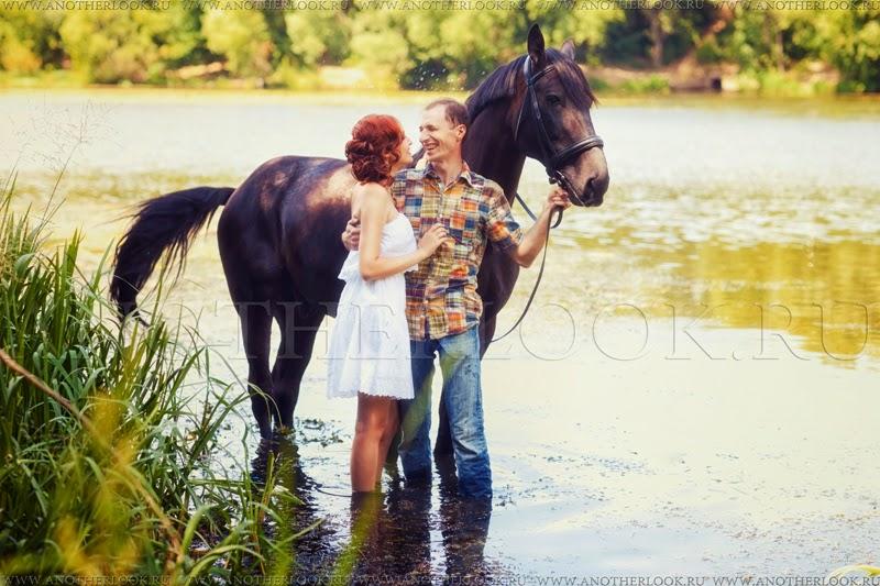Влюбленные в воде с лошадью